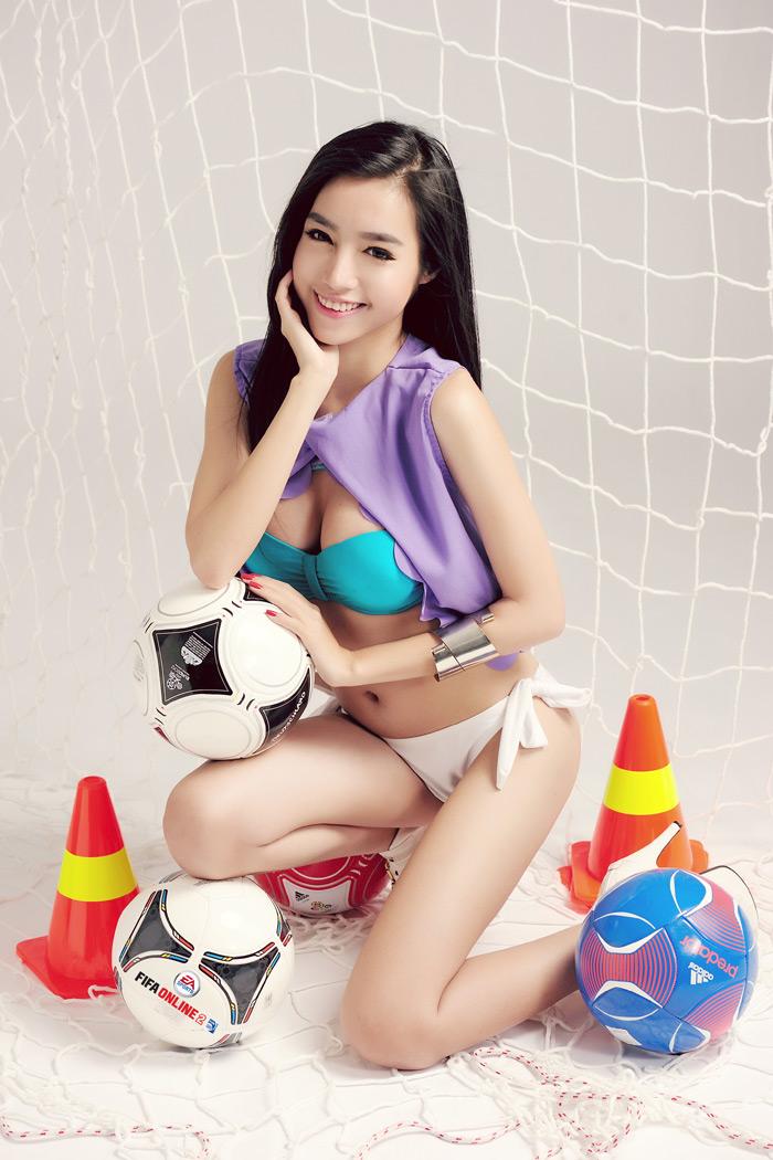 Elly Trần khoe đường cong nóng bỏng với FIFA Online 2 - Ảnh 4