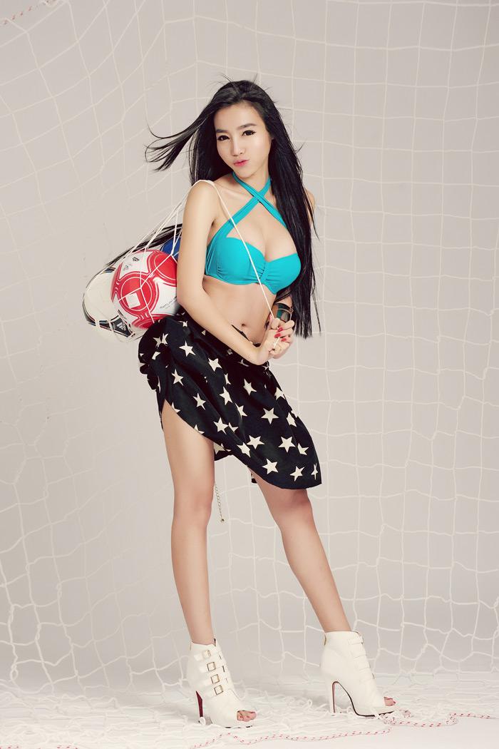 Elly Trần khoe đường cong nóng bỏng với FIFA Online 2 - Ảnh 5