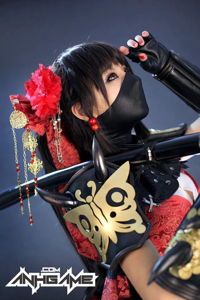 Cô nàng sexy Hotaru xuất hiện ngoài đời thực - Ảnh 2