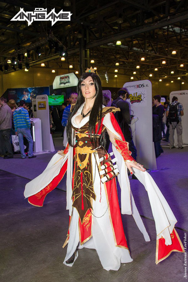 Smirka huyền bí với cosplay Wizard trong Diablo III - Ảnh 2