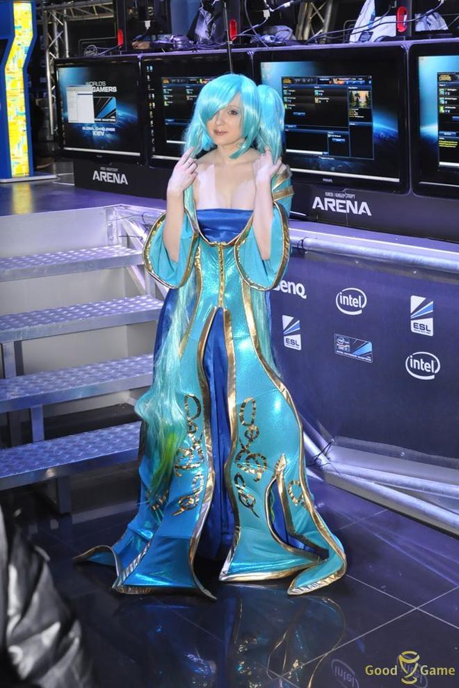 """""""Đại cầm nữ"""" Sona xuất hiện tại IEM Kiev"""