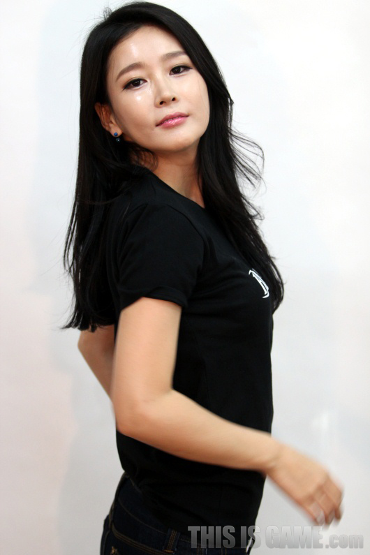 Gstar 2012: Những showgirl xinh đẹp của Bless - Ảnh 2