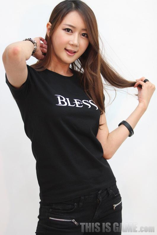 Gstar 2012: Những showgirl xinh đẹp của Bless - Ảnh 5
