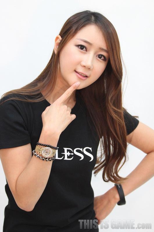 Gstar 2012: Những showgirl xinh đẹp của Bless - Ảnh 8