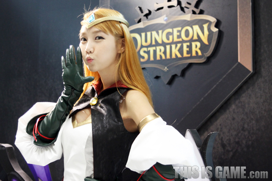 Gstar 2012: Cosplay Dungeon Striker - Ảnh 1